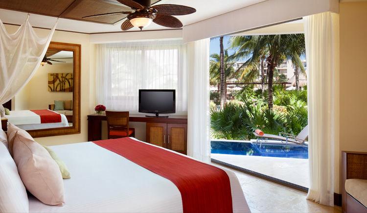 chambre king avec piscine