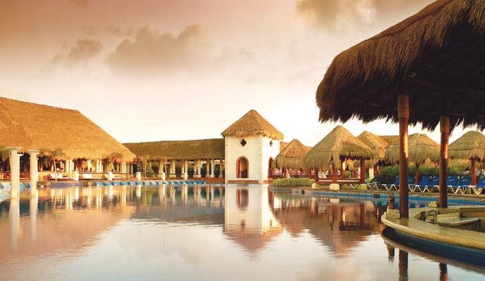 restaurant piscine paradisus