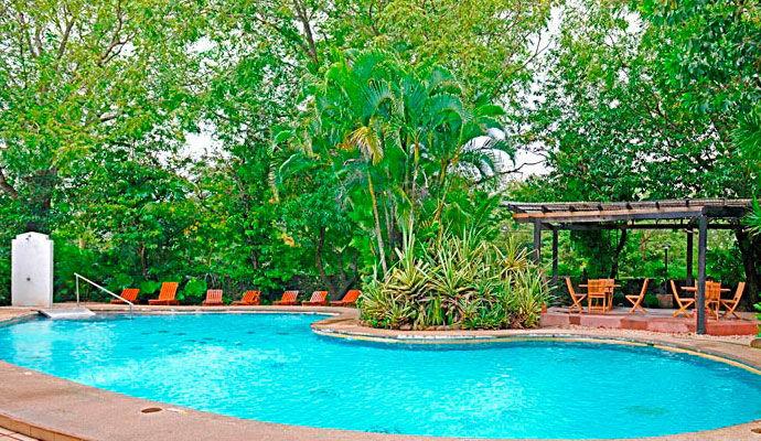 7-piscine-hacienda guachipelin