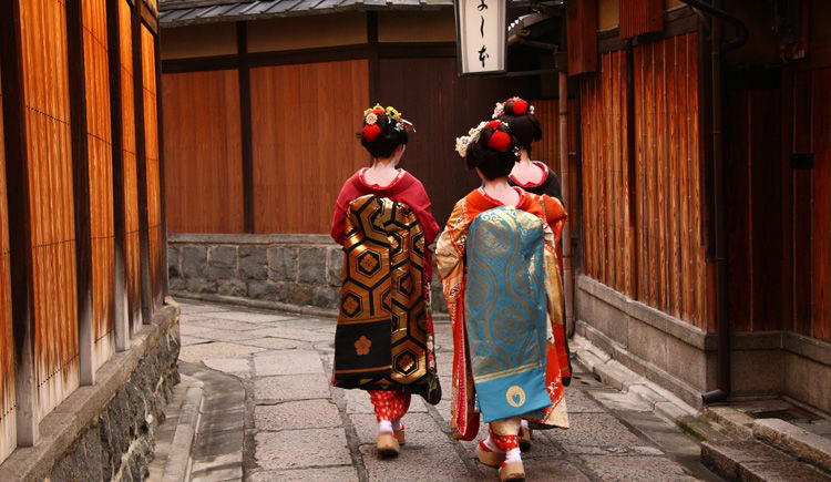Geishas dans les rue de Gion