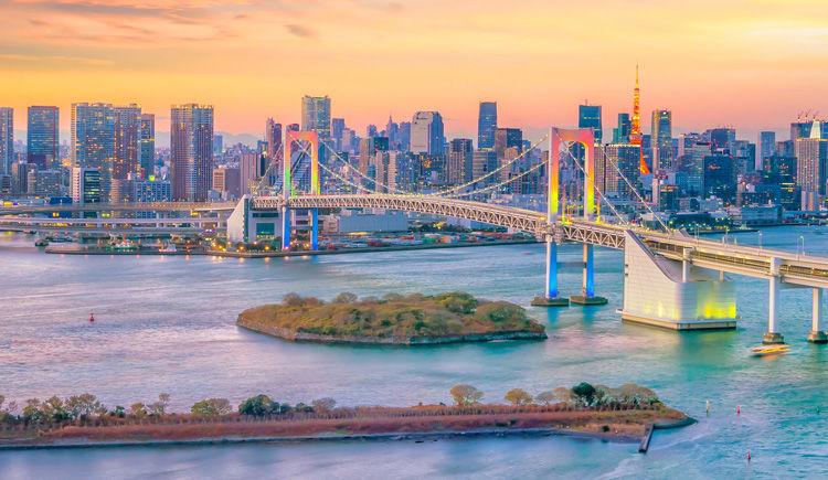 pont arc-en-ciel qui relie Tokyo a Odaiba