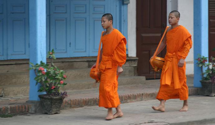 monks au laos