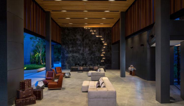 La Vela lobby