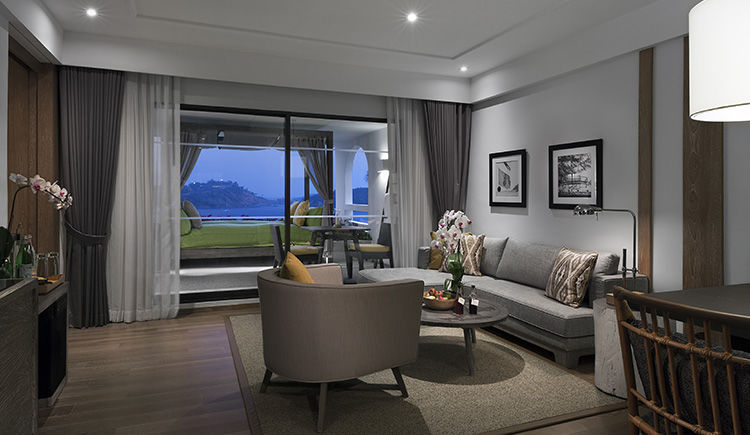 Royal Ocean View Suite
