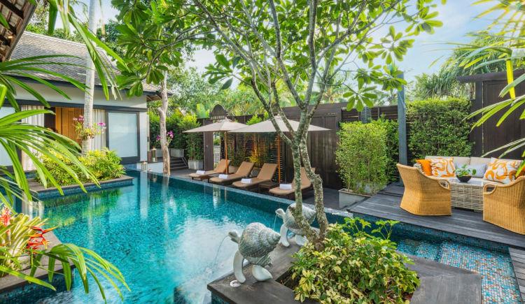 Royal villa pool Thompson