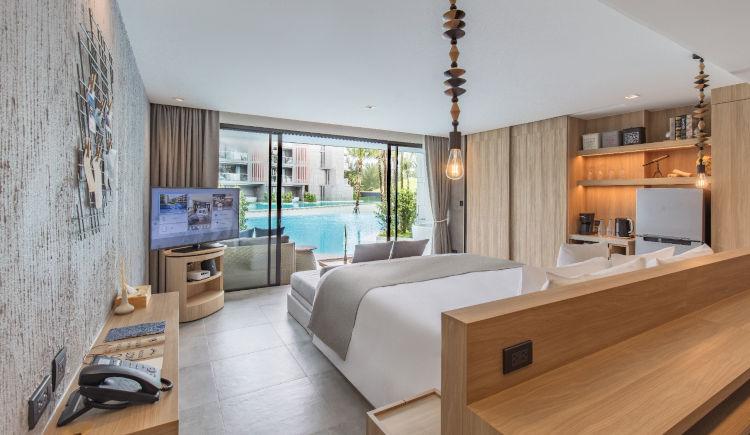 Pool Access grand bedroom