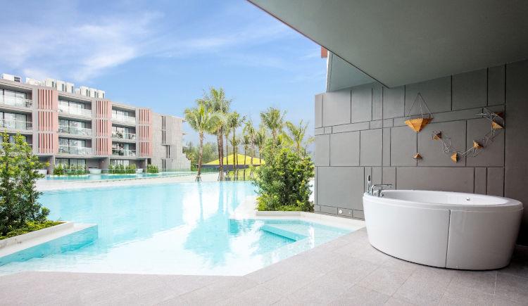 Pool Access grand