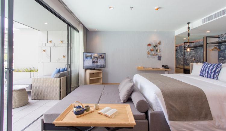 Deluxe oceanside bedroom