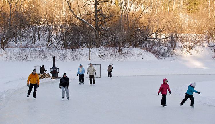 patin a glace sur la riviere du loup