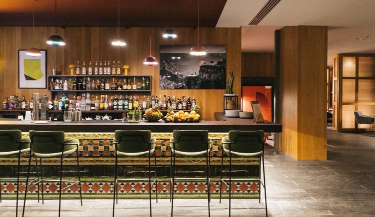 S Club bar