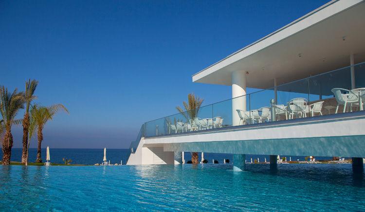 King Evelthon piscine bar