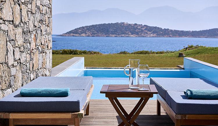 classique studio piscine privee vue mer