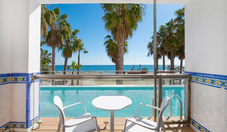 terrasse chambre acces piscine