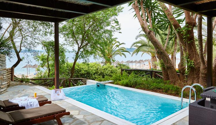 Grand suite sea front private pool