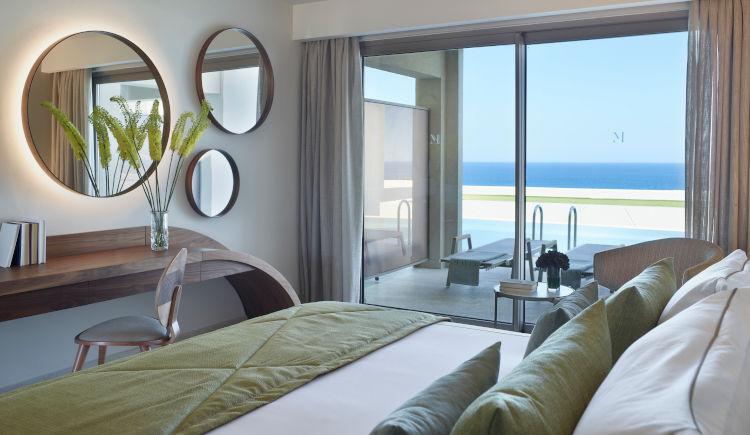 Deluxe room swin up sea view