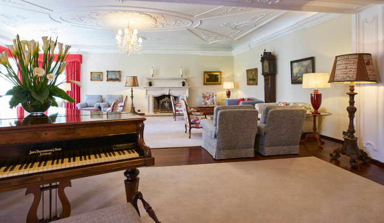 Piano lounge The Manoir House