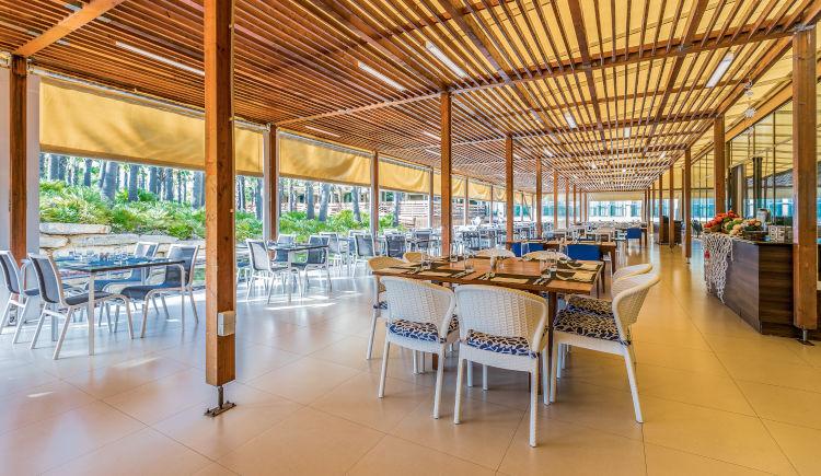 Restaurant buffet terrace