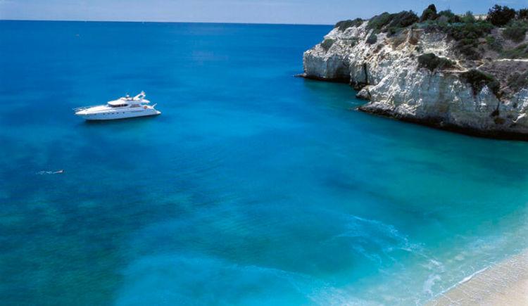 Yacht et plage