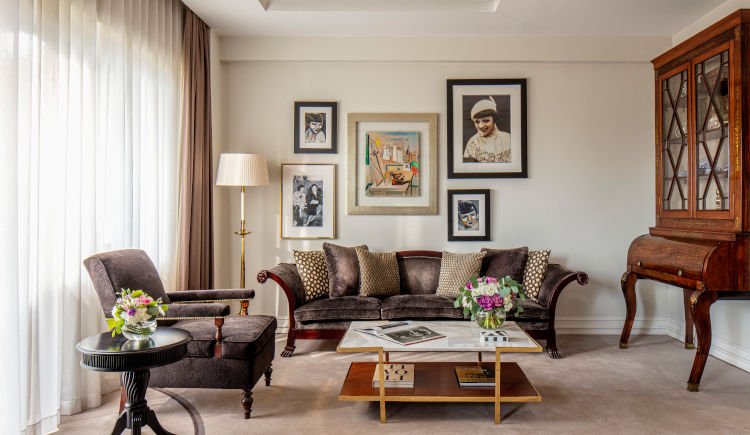 Diplomatic suite living