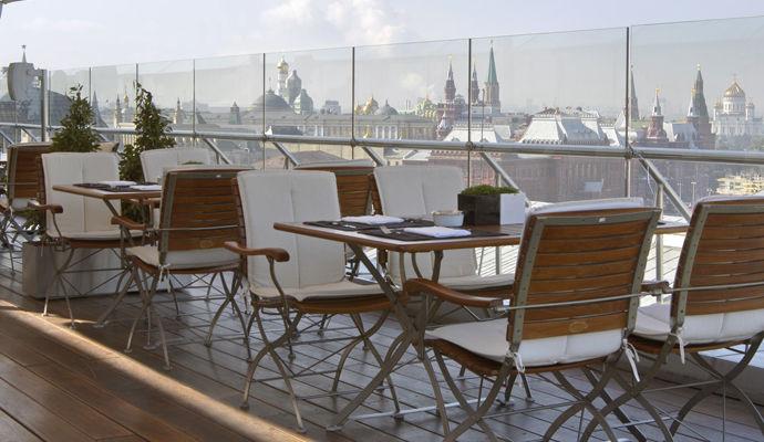 terrasse avec vue sur la place rouge