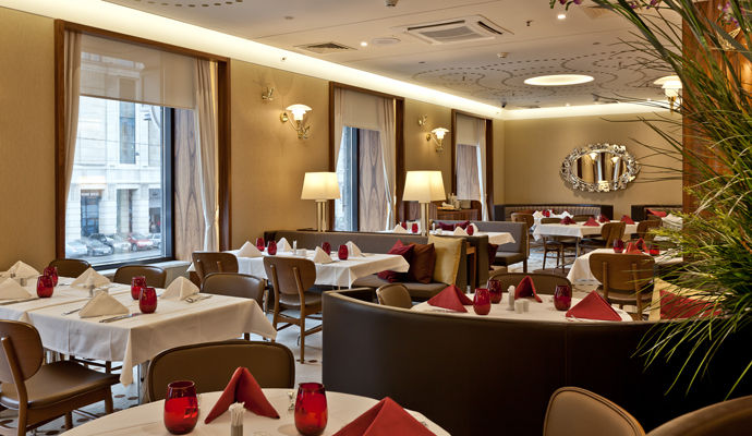 restaurant crowne plaza ligovsky