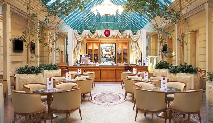 bar alexandrovsky hotel national