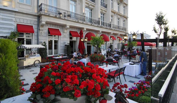 terrasse orient bar pera palace