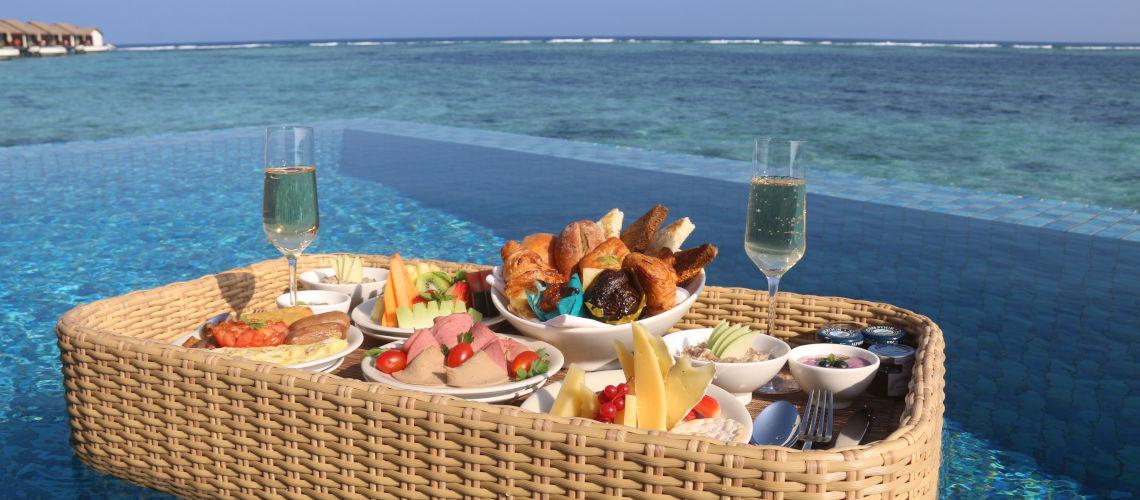 petit dejeuner Villa pool
