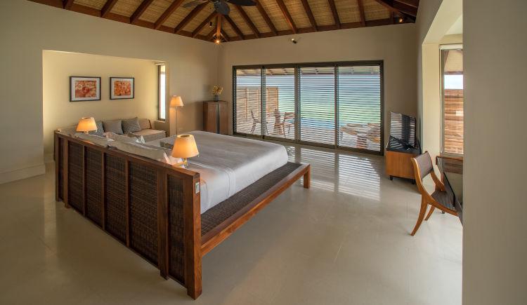Water pool villa bedroom