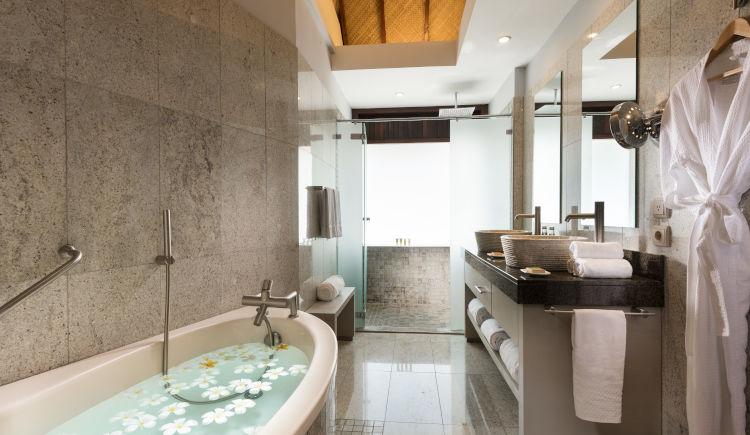 Hilton Moorea Garden pool bungalow salle de bain