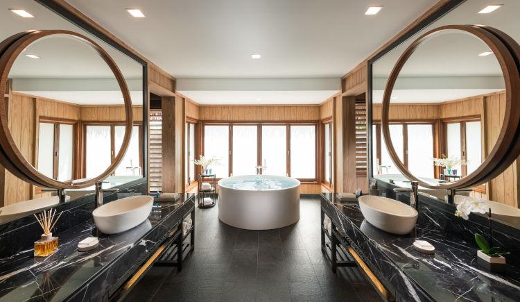 Conrad Bora Bora Salle de bain beach pool villa