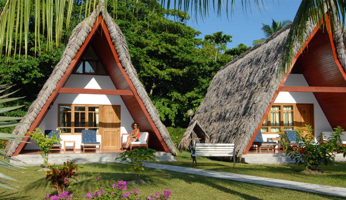 bungalow la digue islande lodge