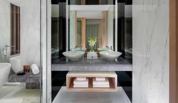 Silver screen suite bathroom