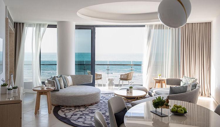 Panoramic Suite salon