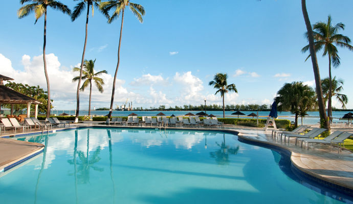 piscine british colonial hilton